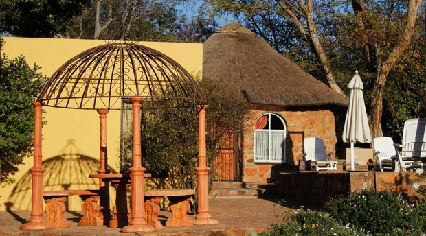 Thatched Rondavel, Magalies Mountain Lodge